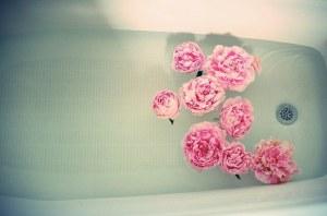 bath-tub-flowers-peaceful-pink-Favim.com-927580